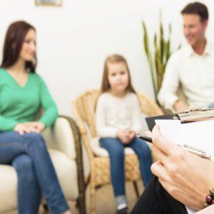 Família em Sessão de terapia familiar